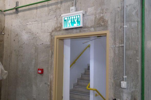 תאורת חירום יציאה בגדלים שונים